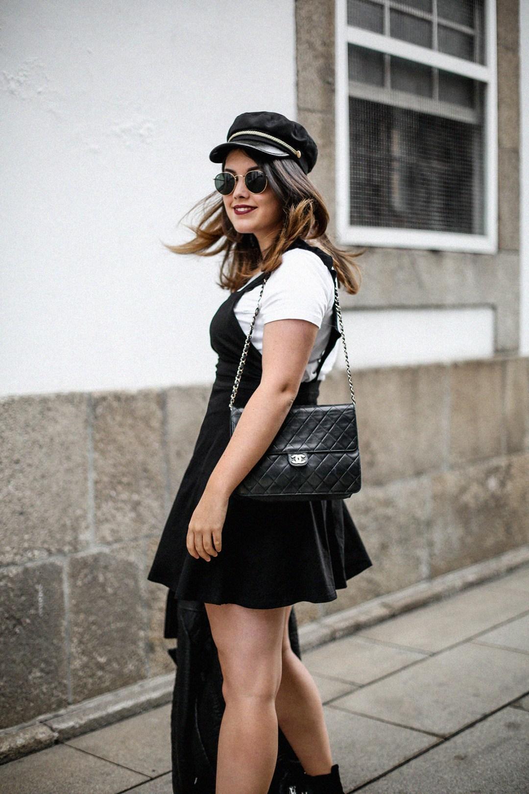 vestido-negro-casual-botines-militares-como-combinarlo5