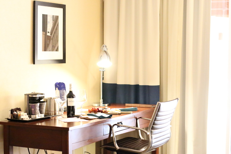 doubletree-hilton-cranberry-hotel-room-desk-6
