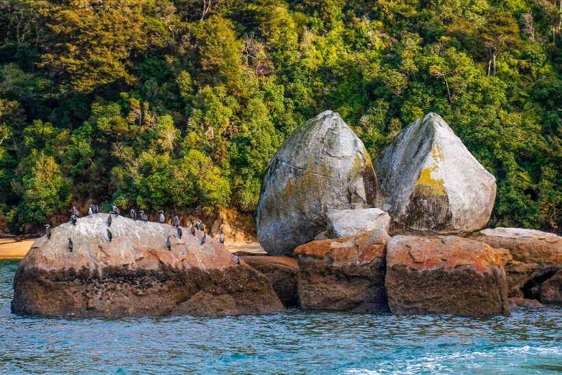 split rock i Abel Tasman National Park