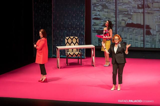 Irene Alquézar actuando en el Teatro Principal con la obra Yo soy Coco, de Actrices para la escena.