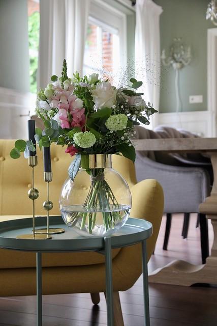 Bloemen bijzettafel keuken