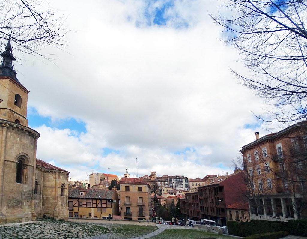 Segovia Plaza e Iglesia de San Millan 01