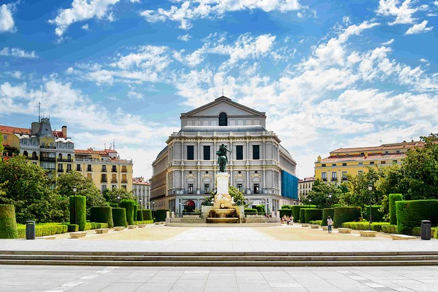 Madrid _ Teatro Real and the Statue of Isabel II-min