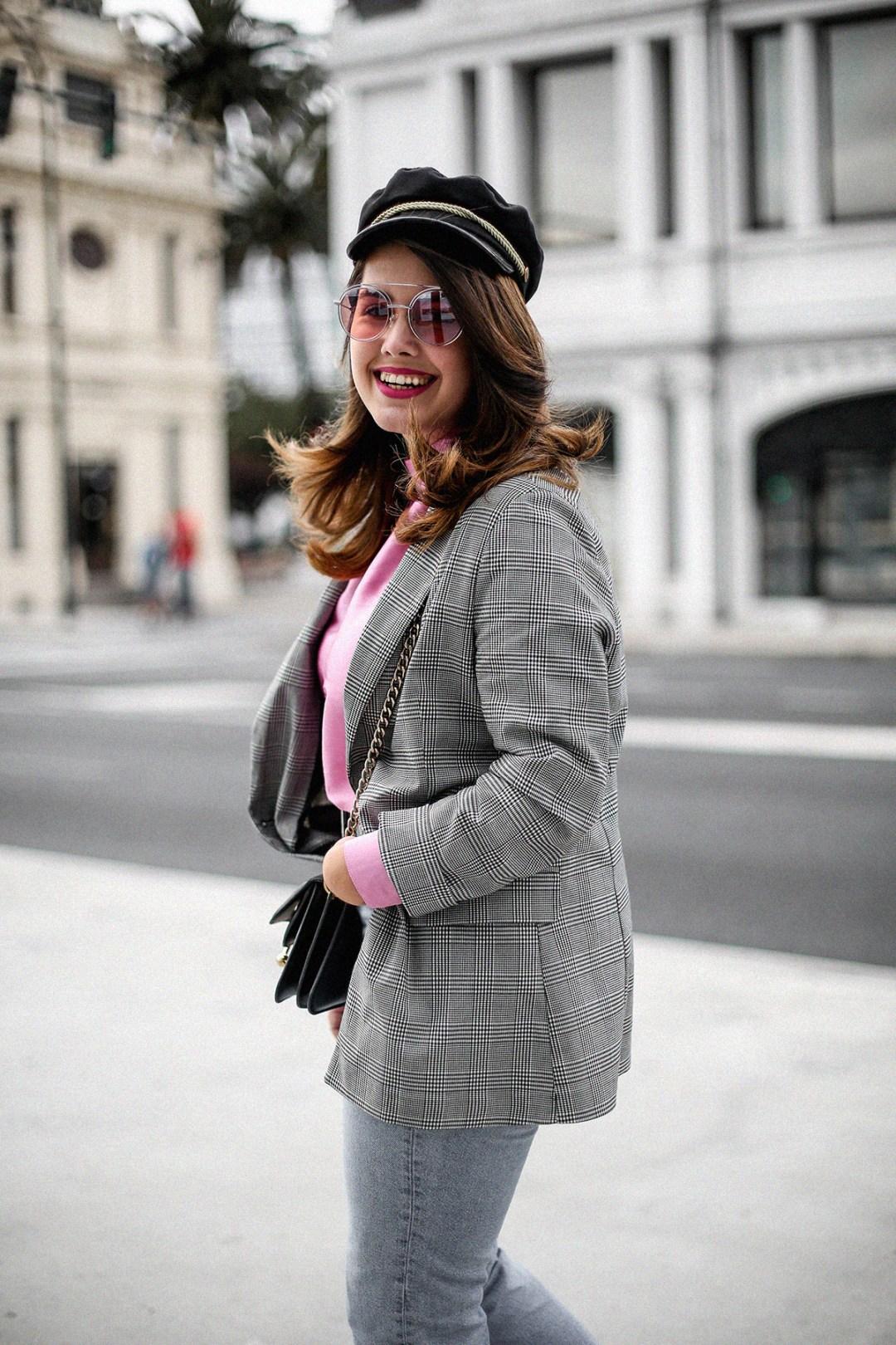 blusa con hombreras rosa asos look back to 80s-9