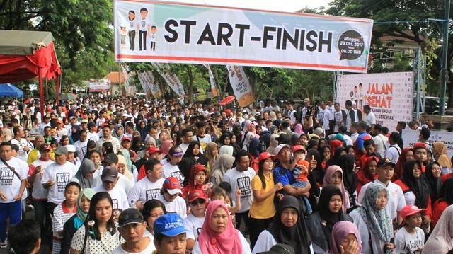 Ribuan Warga Tulungagung saat mengikuti jalan sehat