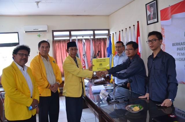Partai Golkar Serahkan Berkas Pendaftaran Parpol Ke KPU Tulungagung (16/10)
