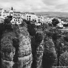#ronda #white #houses #blackandwhite #blackandwhitephotography #viveandalucia #andalucia #travel #wanderlust #guardiantravelsnaps #tourism #spain #loves_spain #travelgram #espagna #ig_spain #igtravel #viveandalucia #visitspain #exploring #bbctravel #lonel