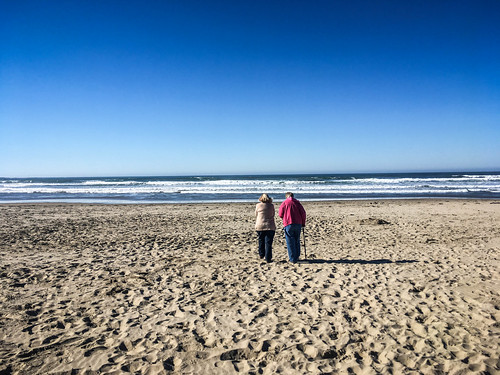 Laura and Ellen at Bastendorff Beach-003