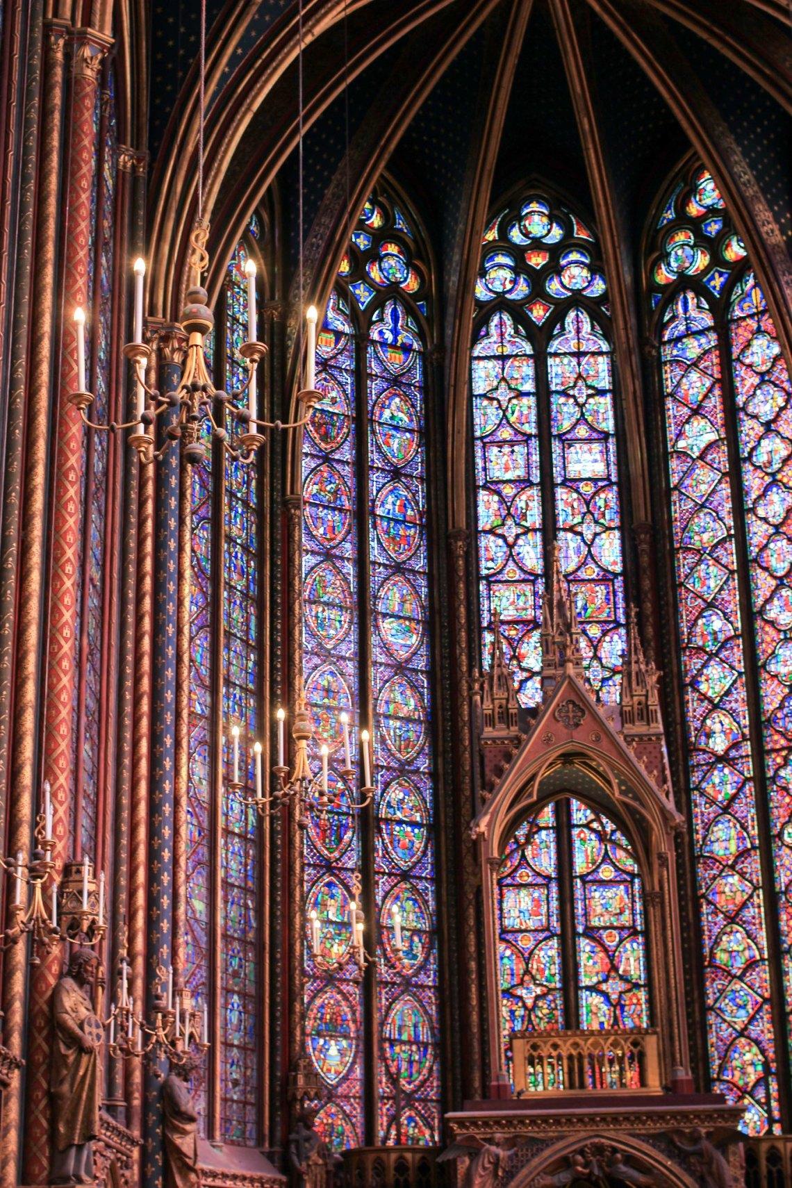 Interieur de la sainte chapelle vitraux