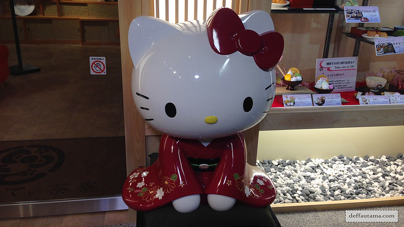 3 Hari Keliling Kyoto - Hello Kitty Cafe