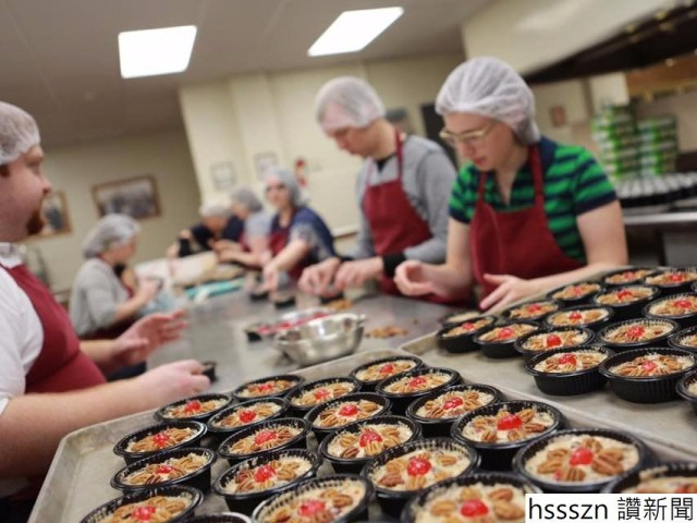 the-fruitcake-and-jelly-kitchen-has-produced-its-famous-fruitcake-since-1934-and-students-bake-more-than-25000-cakes-a-year-according-to-the-school_853_640