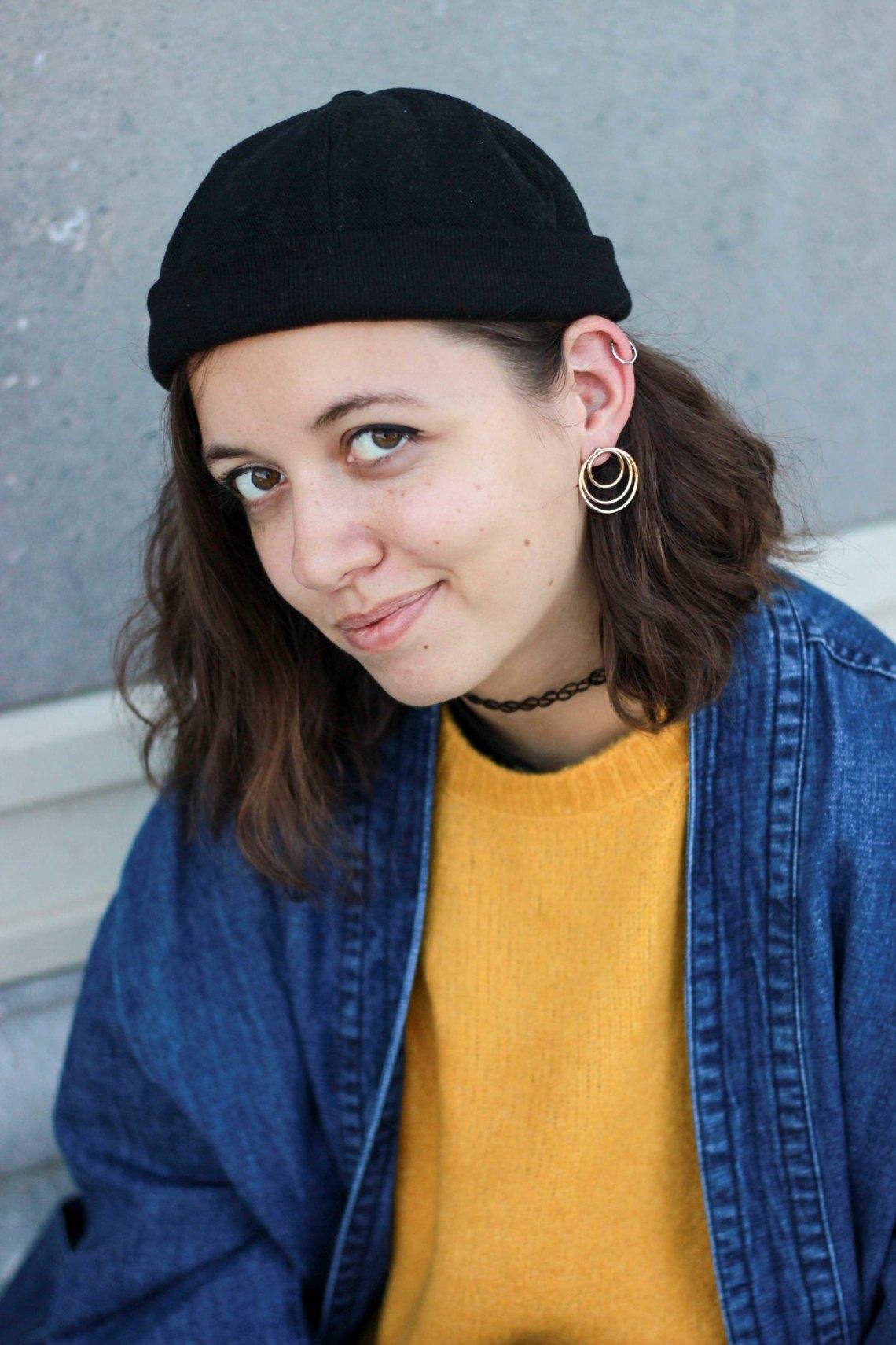 grosse boucle d'oreille dorée