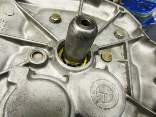Inner Tools Fits Over Input Shaft Splines to Protect the Seal
