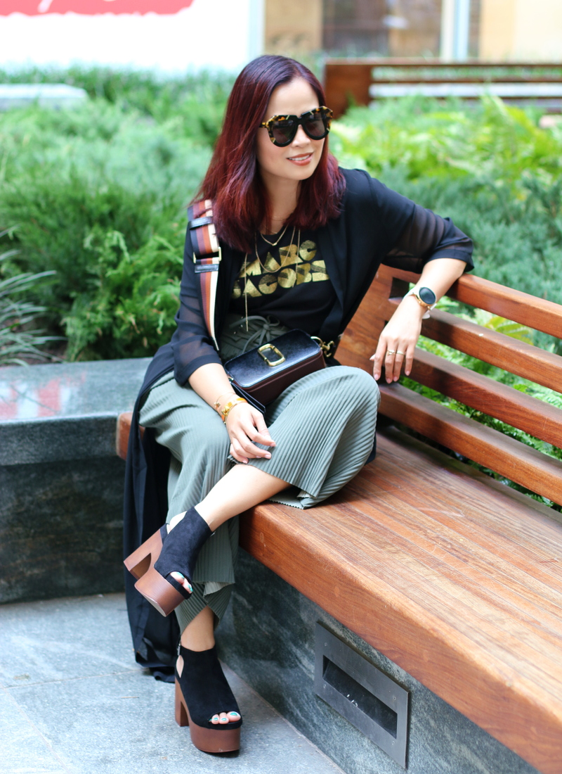 marc-jacobs-shirt-bag-pleated-pants-karen-walker-sunglasses-3