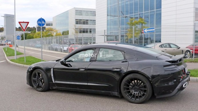 2020-porsche-mission-e-spy-photo (5)
