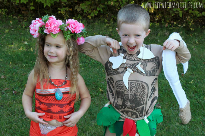 These Moana family Halloween costumes are so cute! Love the DIY no-sew baby Pua costume and the DIY Maui costume! The detail is amazing, and the tutorials are so helpful!