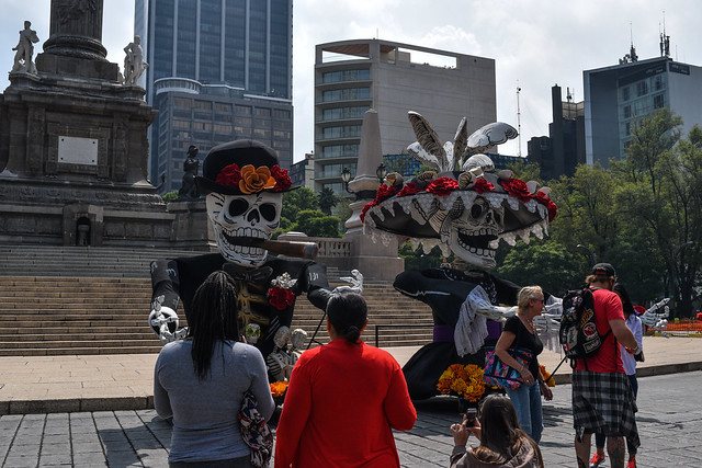 Festive Skeltons on Paseo de la Reforma