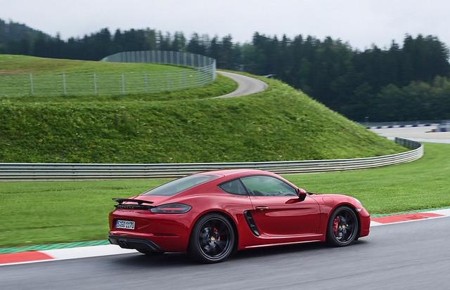 Porsche-718-GTS -12
