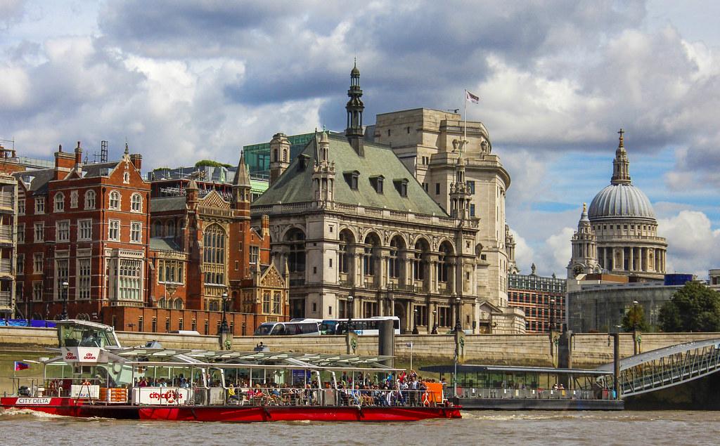 cruise på Themsen i London