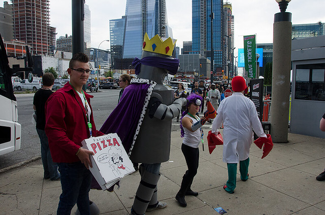 Futurama-cosplayers-NYCC-Oct-2017-col-pic#1