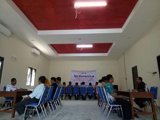 Hari pertama pelaksanaan tes wawancara calon anggota PPS, di Kecamatan Sendang yang diikuti oleh peserta dari tiga kecamatan, meliputi Kecamatan Sendang, Kecamatan Karangrejo dan Kecamatan Pagerwojo, Minggu (5/11)
