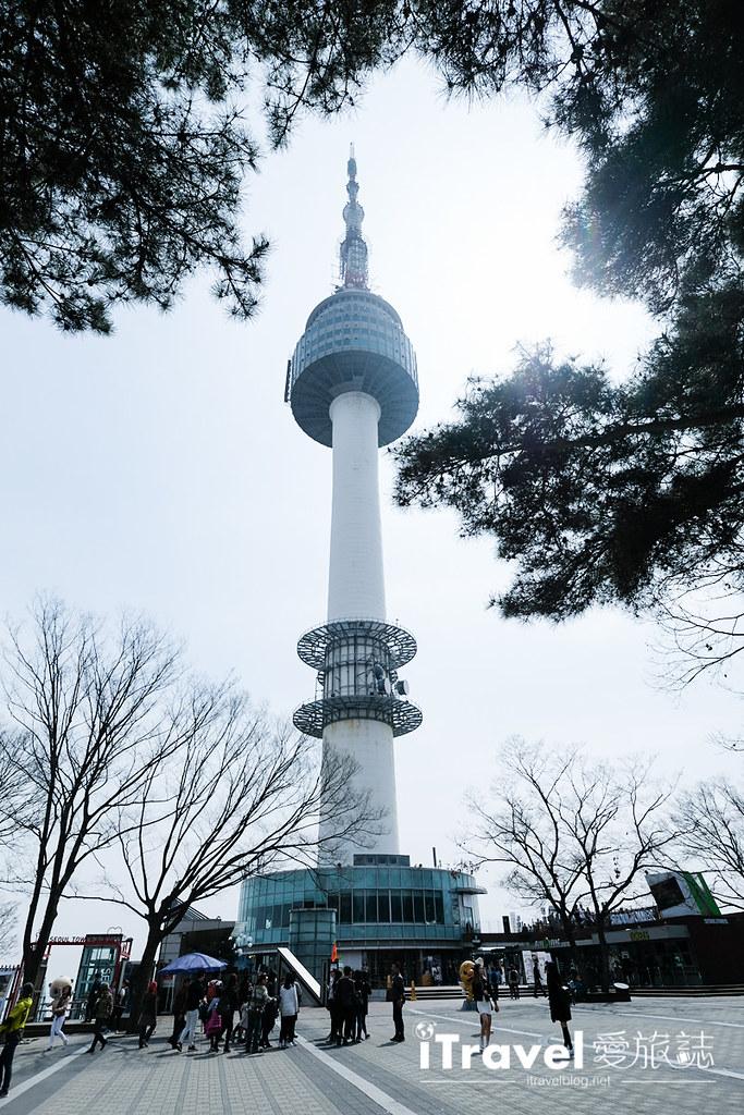《首尔赏樱景点》首尔塔:眺望南山的韩剧经典场景与赏樱景点