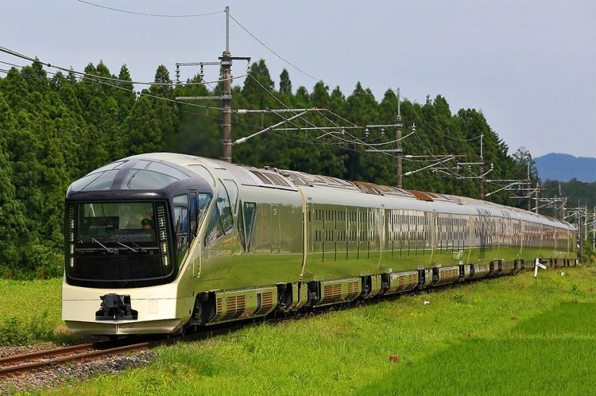 JR_East_E001_series_Train_Suite_Shiki-shima_20170619