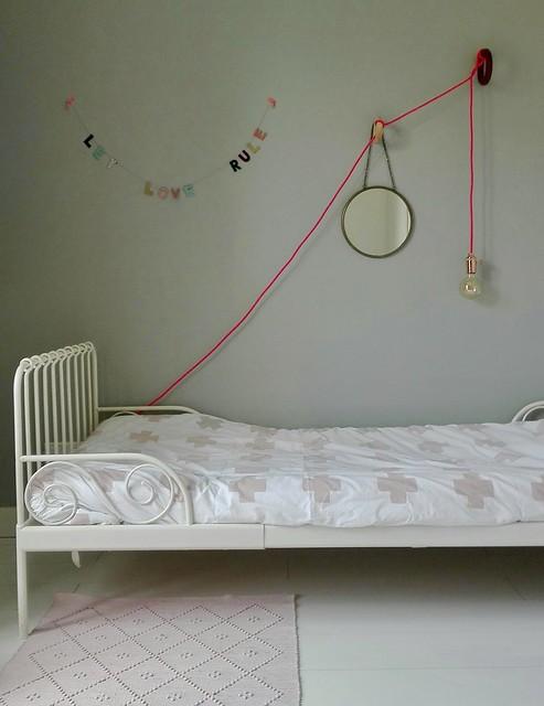 Meisjeskamer bed lamp