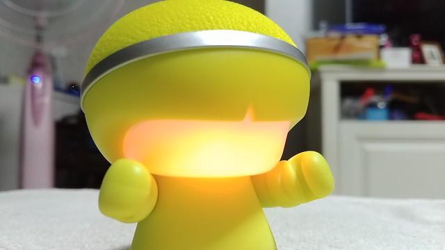 ด้านหน้าของ Xoopar Boy Mini นี่เป็นไฟสลับสีได้