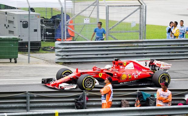 171028 マレーシアGP決勝ピット入口のフェラーリ・セバスチャンベッテル