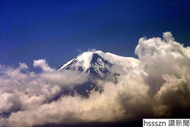 View_onto_Mount_Ararat_from_Khor-Virap_Monastery-1048x700_1048_700