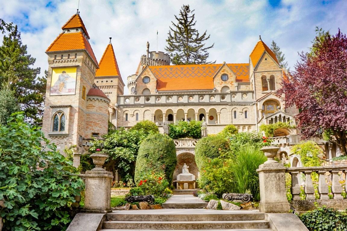 Bory-linna, Unkari