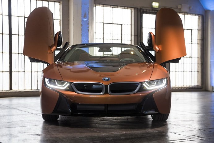2019-BMW-i8-Roadster-Coupe-13