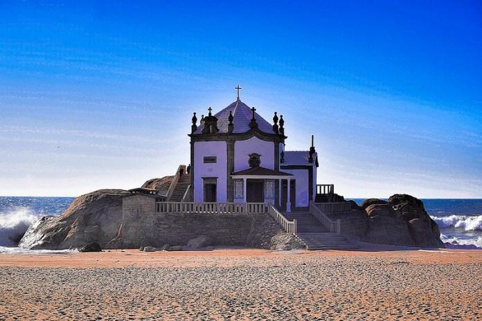 Iglesia del señor de la piedra, Oporto.