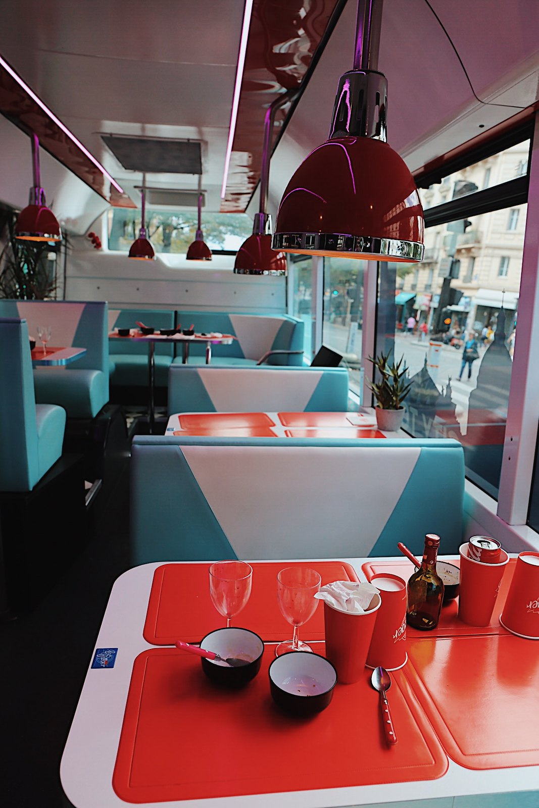 paris bus burger