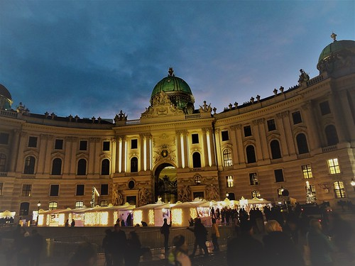 Wien, 1. Bezirk (the art of listed palace buildings in the core of downtown Vienna) - Palais Hofburg (Michaelerplatz/Michaelertrakt), the gate Michaelertor