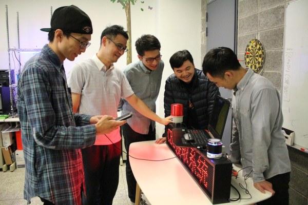 元智大學電機系郭文興老師(左一)研發團隊1