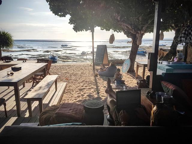 Travailler en bord de plage
