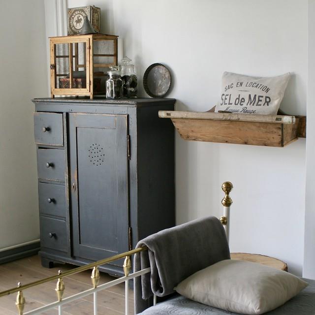 Kast plank muur brocante slaapkamer