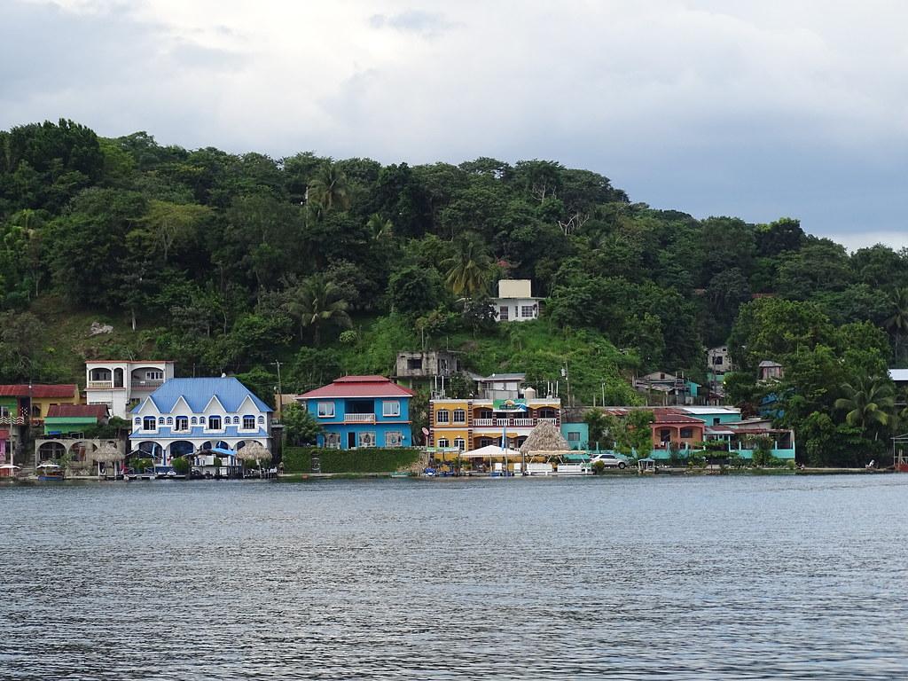 Lago Peten Itzá desde Isla Flores Guatemala 05