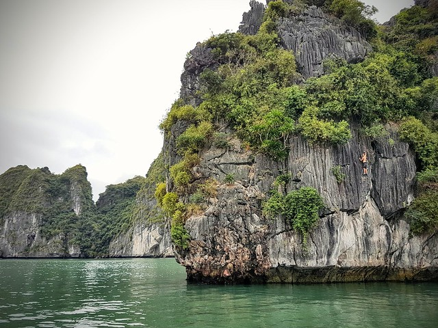 Faire de l'escalade a halong bay