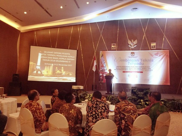Pramono Ubaid Tanthowi saat menyampaikan sambutan dalam acara Bimtek Terpadu yang diselenggarakan KPU RI di hotel Gumaya, Kota Semarang Jateng (9/11)