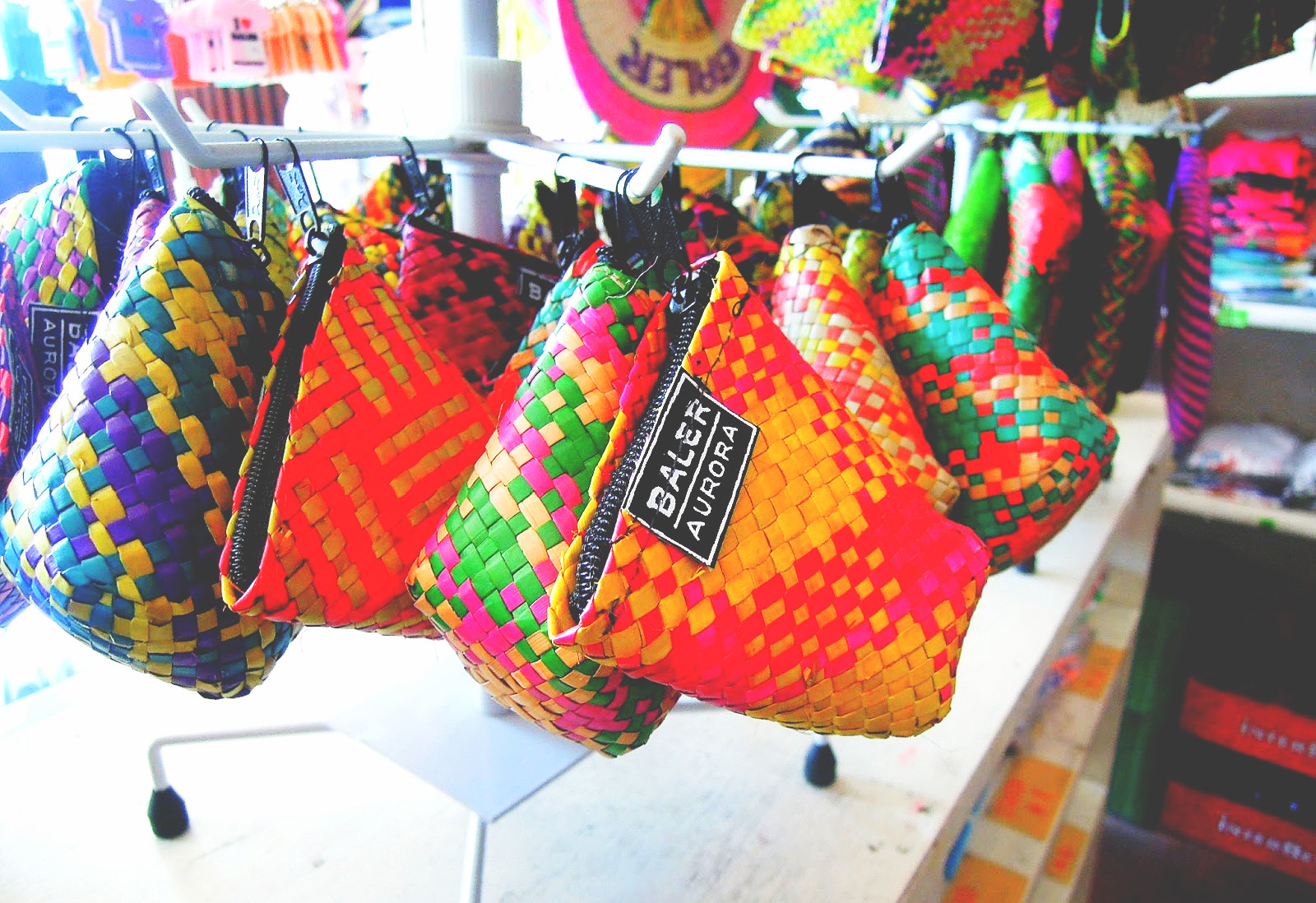 purses-baler-pasalubong-lrt