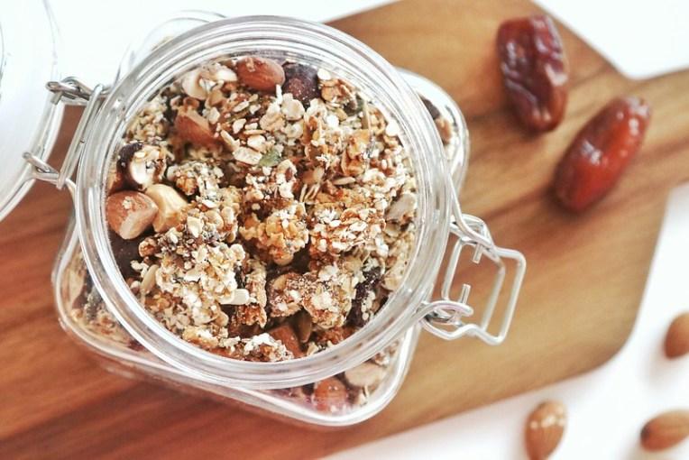 Granola - opskrift på sund, hjemmelavet mysli i ovnen