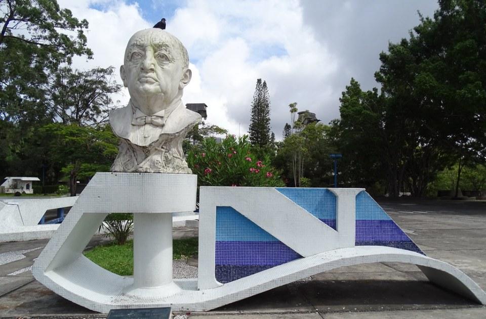 Ciudad de Guatemala Exterior Teatro Nacional Centro Cultural y Escultura de Miguel Angel Asturias 02