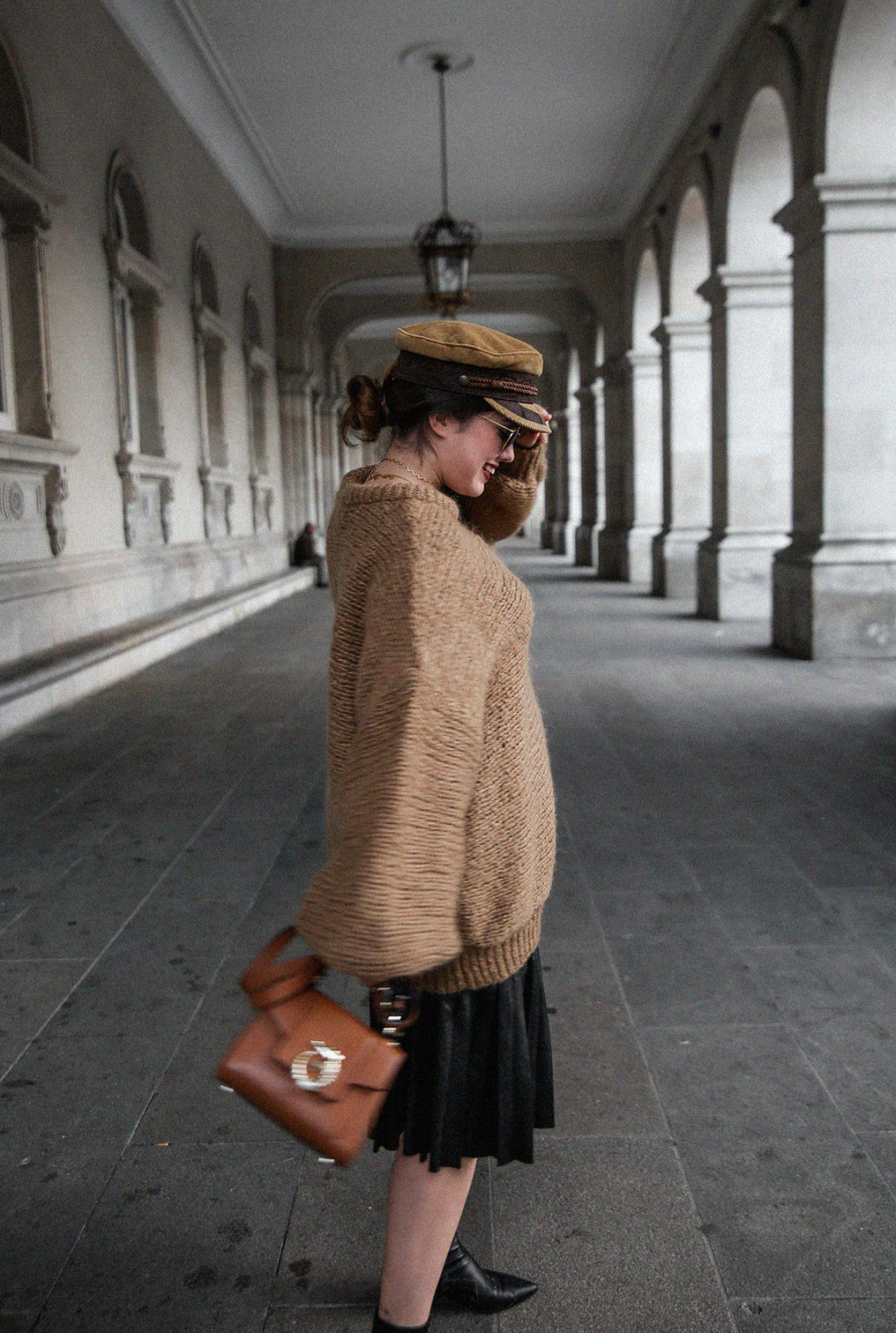 maxi-jersey-mangas-abullonadas-falda-plisada-negra-look-streetstyle-myblueberrynightsblog4