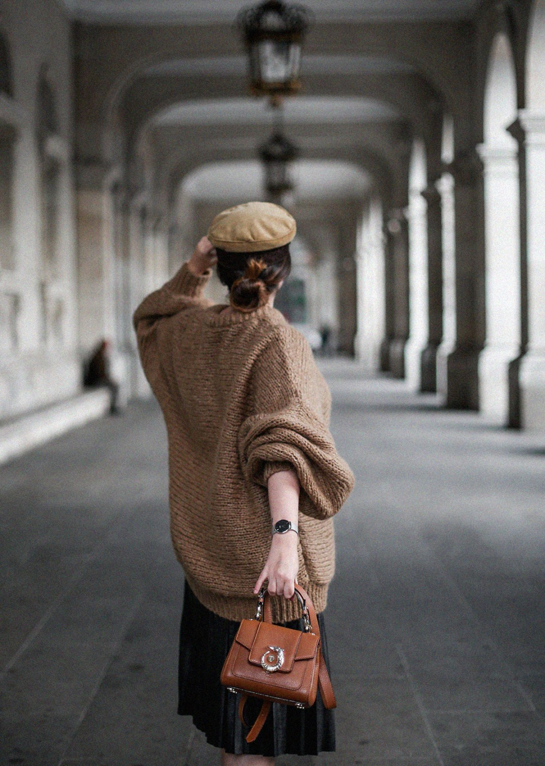 maxi-jersey-mangas-abullonadas-falda-plisada-negra-look-streetstyle-myblueberrynightsblog16