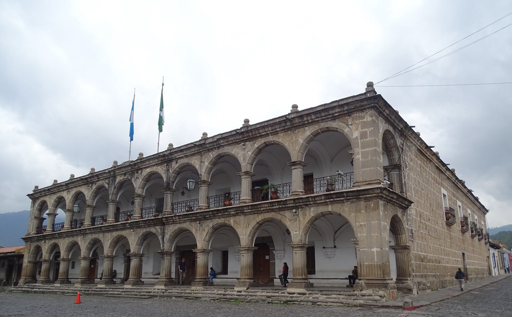 Antigua Palacio del Ayuntamiento Parque Central Guatemala 07