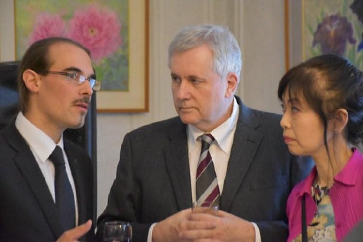 Marcos Sala de Cooljapan.es con el dr. Coaldrake y su esposa Yoko