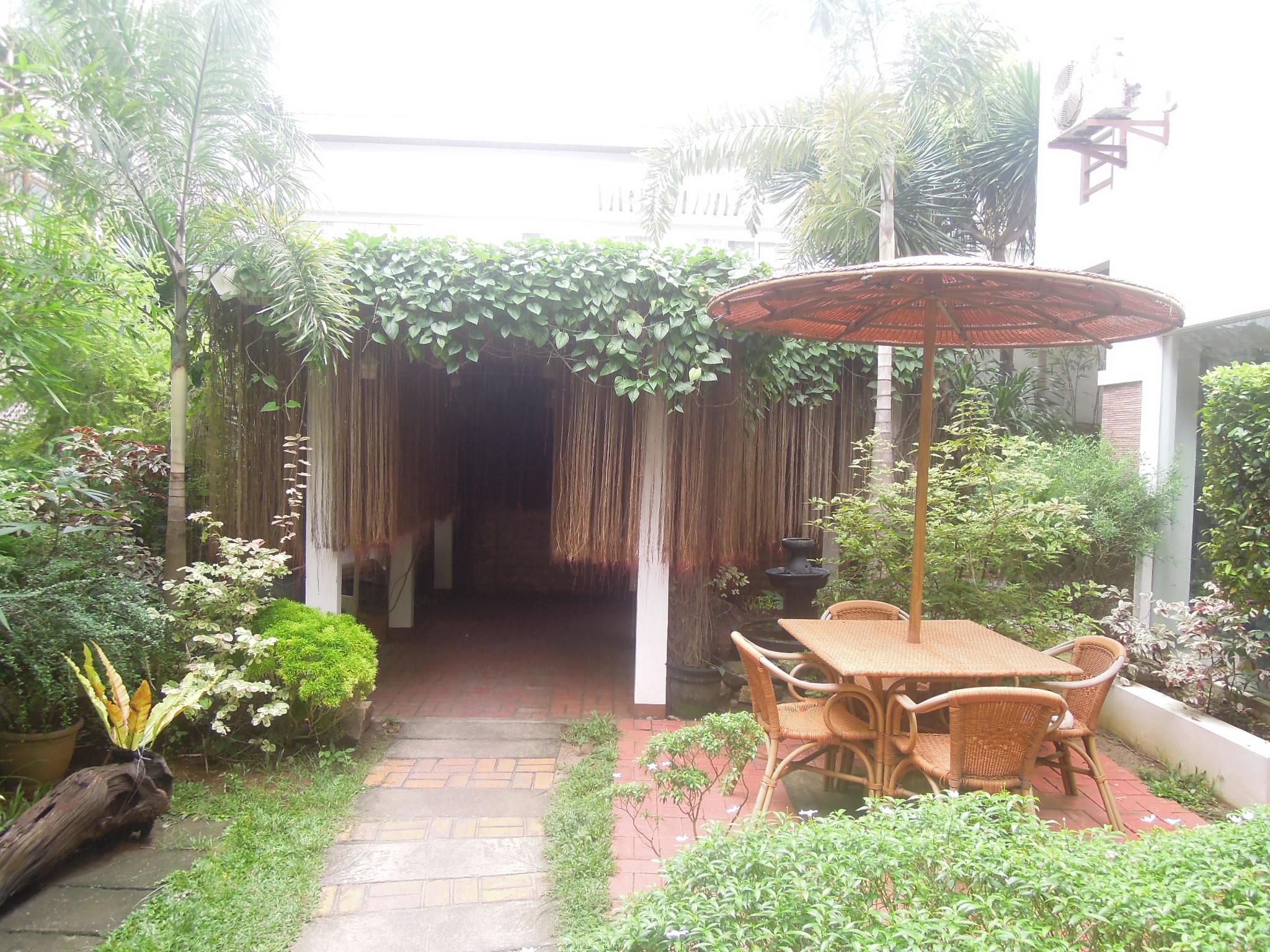Sur-Boracay-garden